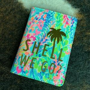 NEW Lilly Pulitzer Catch The Wave Passport Cover